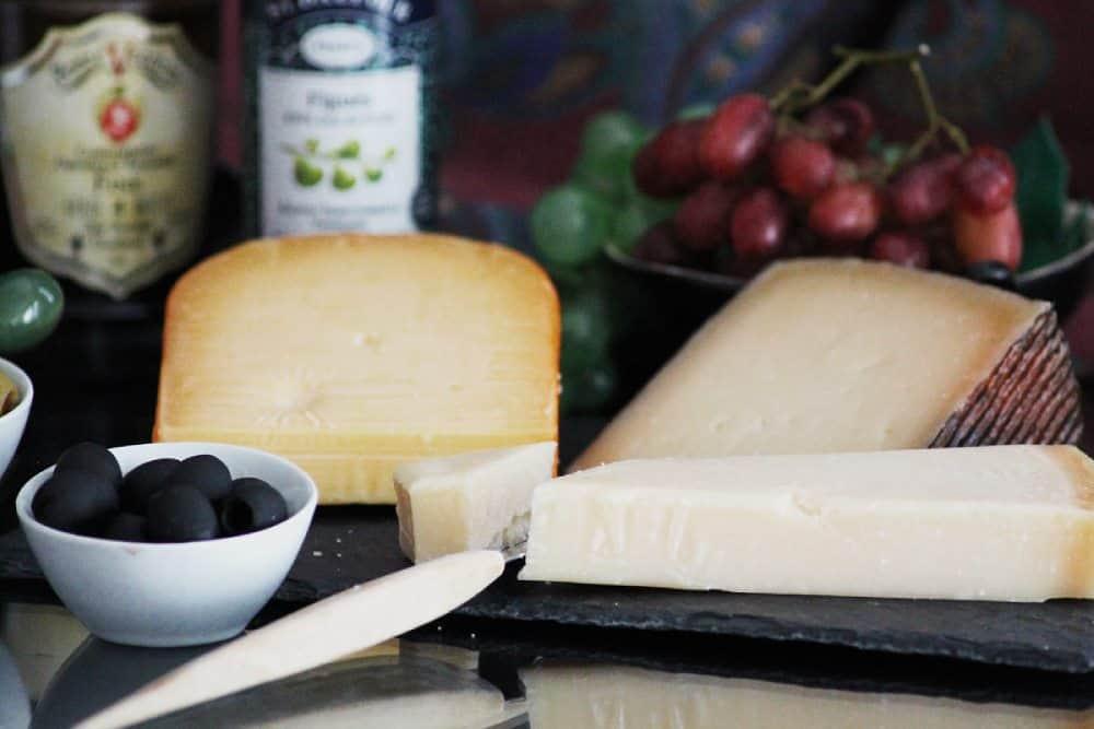 Kovat, suolaiset juustot; Gouda Manchego ja Parmesan, Viinihetki