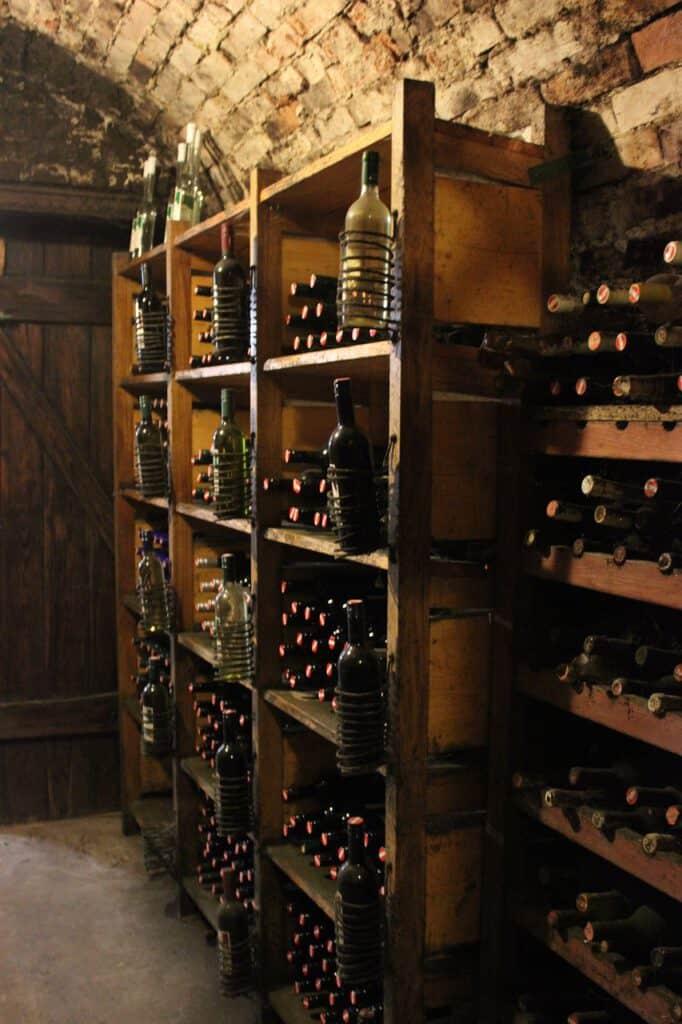 Viinikellari, Viinien keräily - aarteiden metsästystä, Viinihetki