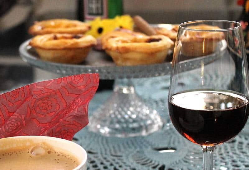 Madeira H & H Malvasia 10 Year Old ja portugalilainen vaniljaleivos, Pasteis de Nata. Viinihetki