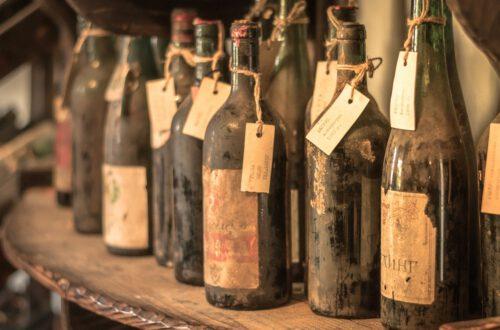 Viinin ikääntyminen, vanhat viinipullot, Viinihetki (pixabay)