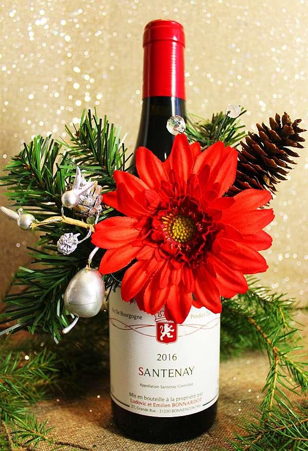 Viinipullon koriste, pullokukka ja punaviini Bonnardot Santenay, Viinihetki