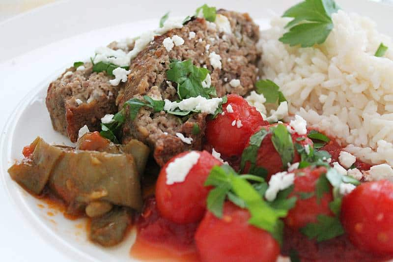 Kreikkalainen lihamureke tomaattikastikkeella. Viinihetki